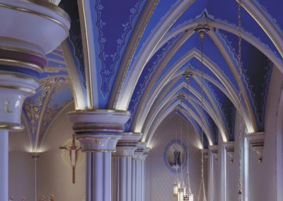 A view of the side aisle arches - Photo: Jon Denker