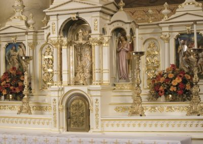 Close-up of the altar - Photo: Moberly Photography